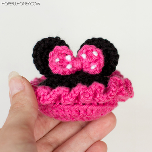 Minnie Mouse Inspired Baby Booties | AllFreeCrochet.com