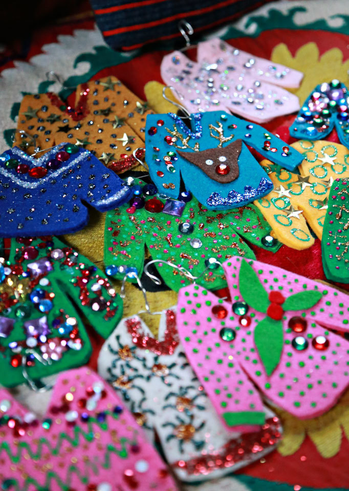 free christmas crafts ideas diy sweater ornaments 4505