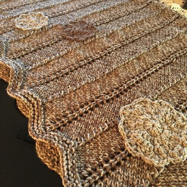 Zigzag Pattern Throw Blanket   AllFreeKnitting.com