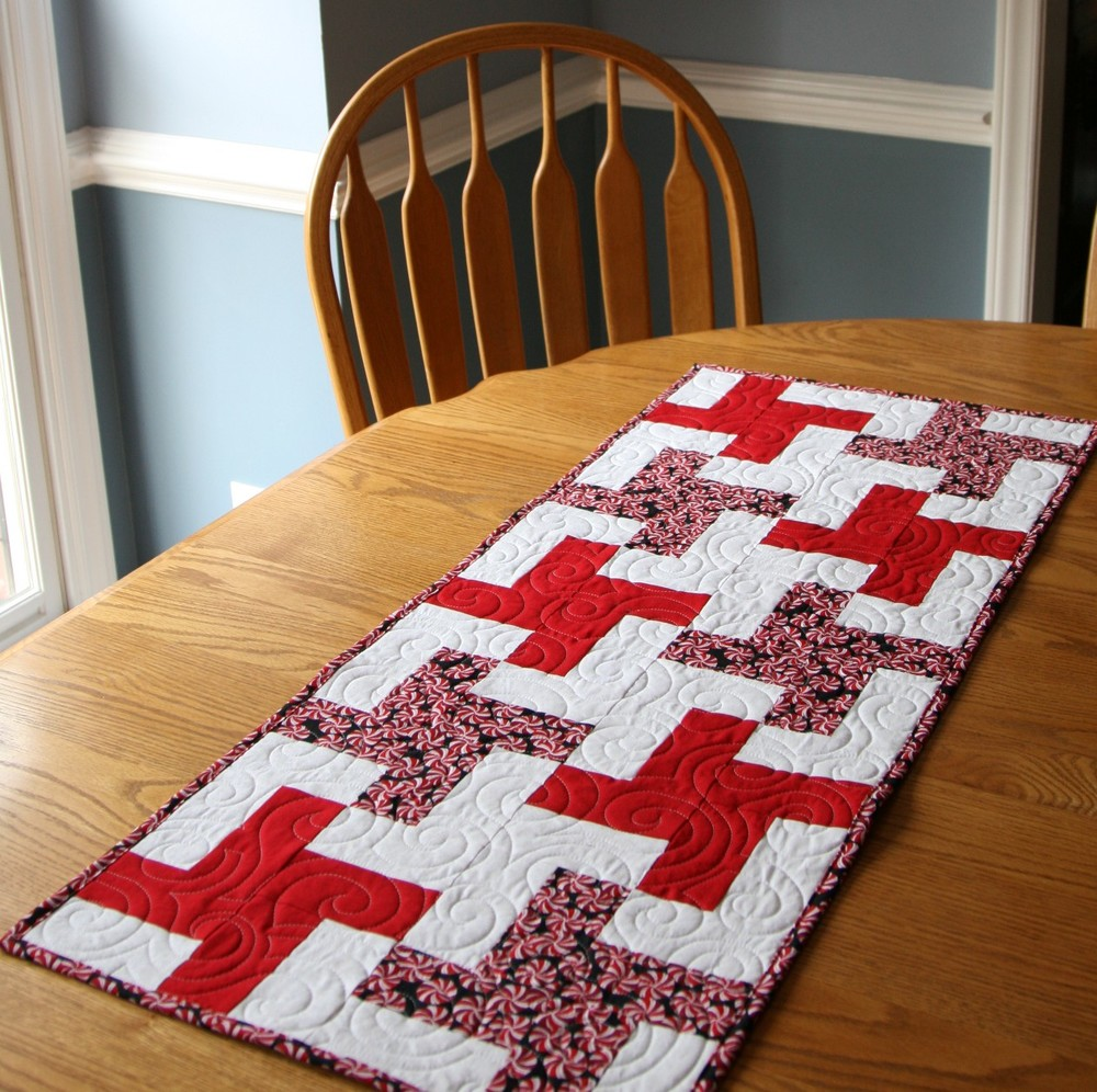 Simple Pinwheel Table Runner Favequilts Com