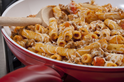 42 easy skillet meals mrfood whether youre looking for a vegetarian skillet dinner recipe or are just a fan of pasta these easy dinner meals are perfect if youre cooking for a crowd forumfinder Image collections