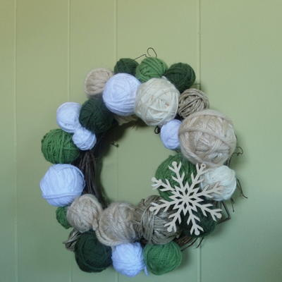 Yarn DIY Christmas Wreath
