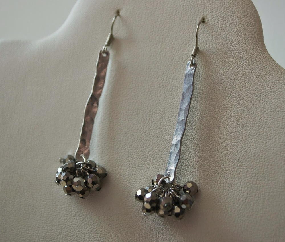 Easy Hammered Wire Earrings | AllFreeJewelryMaking.com