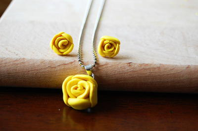 Sunshine Summer Rose Necklace