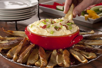 Steakhouse Dip with Potato Crisps