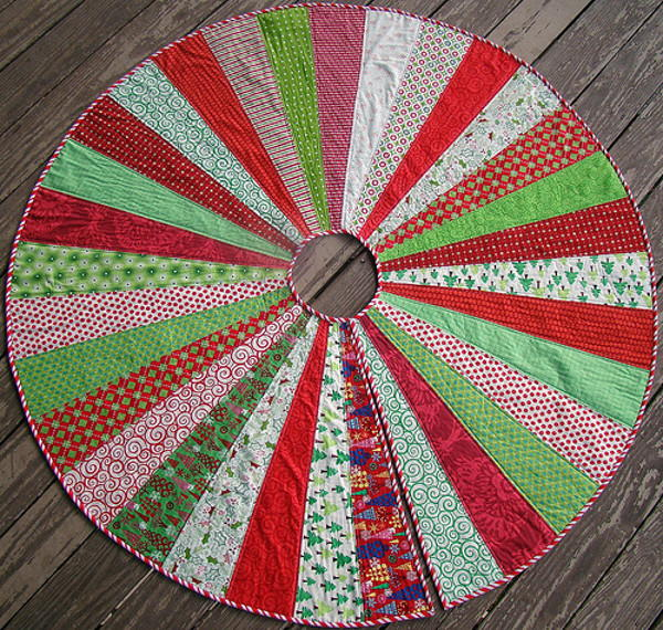 Giant Christmas Tree Skirt Quilt Pattern | FaveQuilts.com