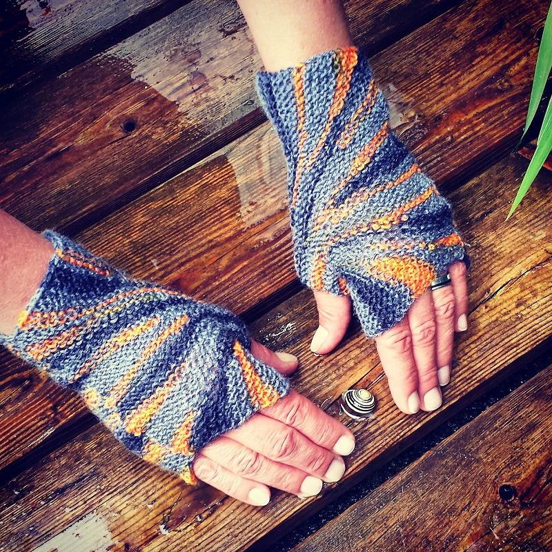 Starburst Fingerless Gloves Knitting Pattern | FaveCrafts.com