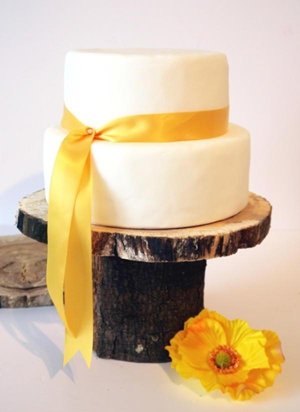 Log Cake Stand | AllFreeDIYWeddings.com
