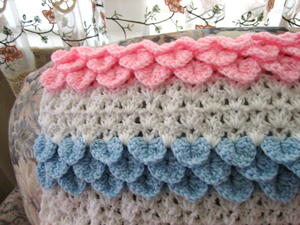 Crocodile rock crochet baby blanket allfreecrochetafghanpatterns continue pattern as follows 6 rows scale stitches blue 4 rows white 6 rows scale stitches pink 4 rows white 2 more times 6 rows scale stitches dt1010fo