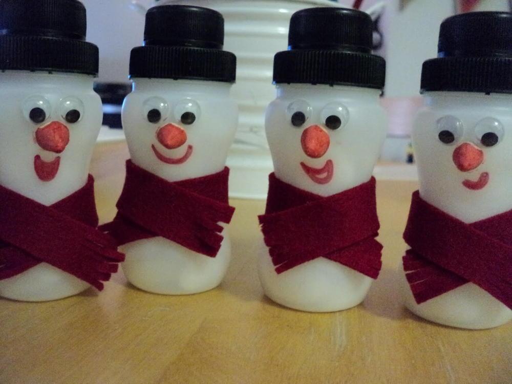 Yogurt Bottle Snowmen Allfreechristmascrafts