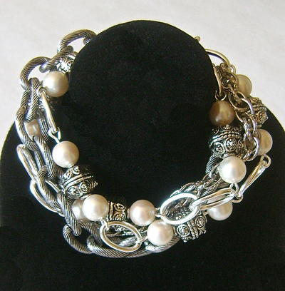 Pearl of a Girl Bracelet