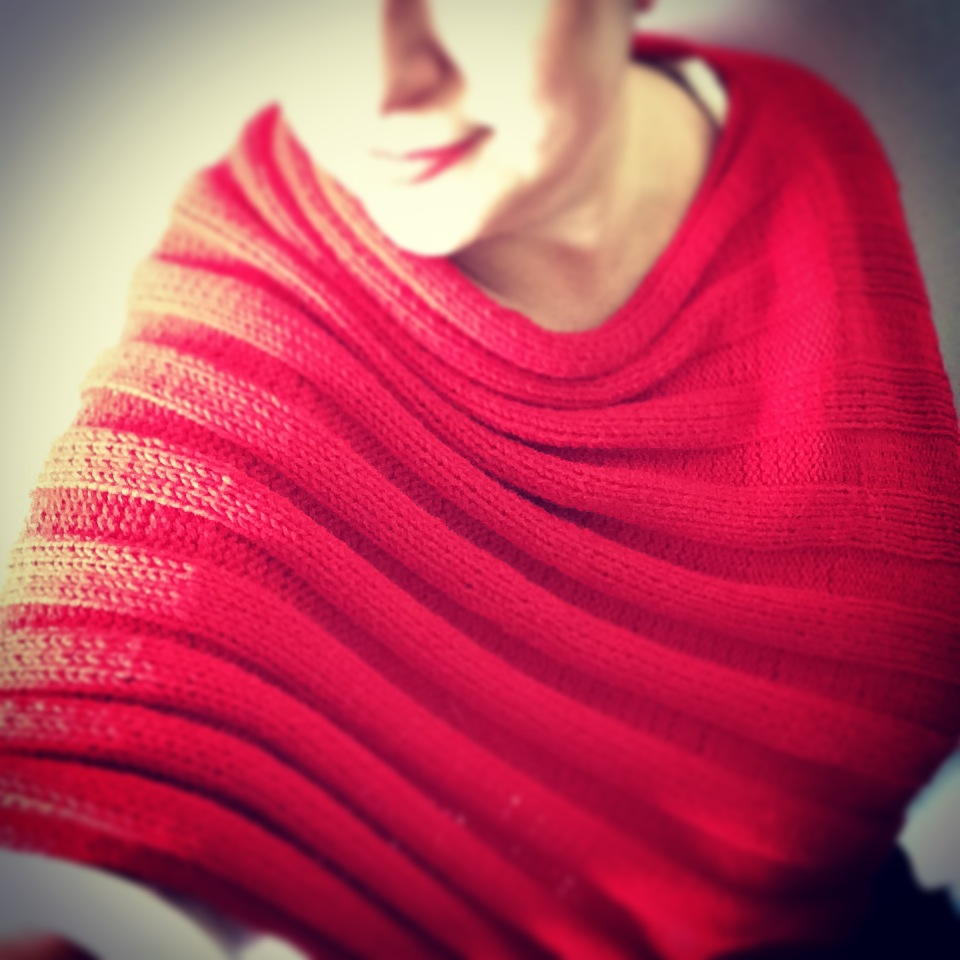 Beginner Knitting Poncho : Easy peasy knit poncho allfreeknitting