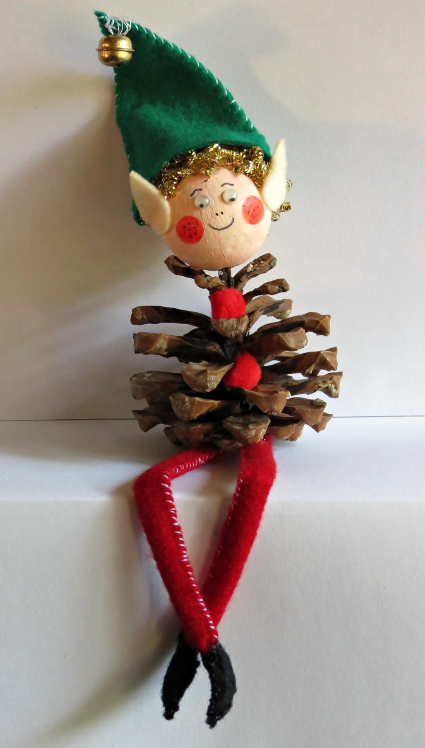 Pine cone elf for Pine cone christmas ornaments crafts