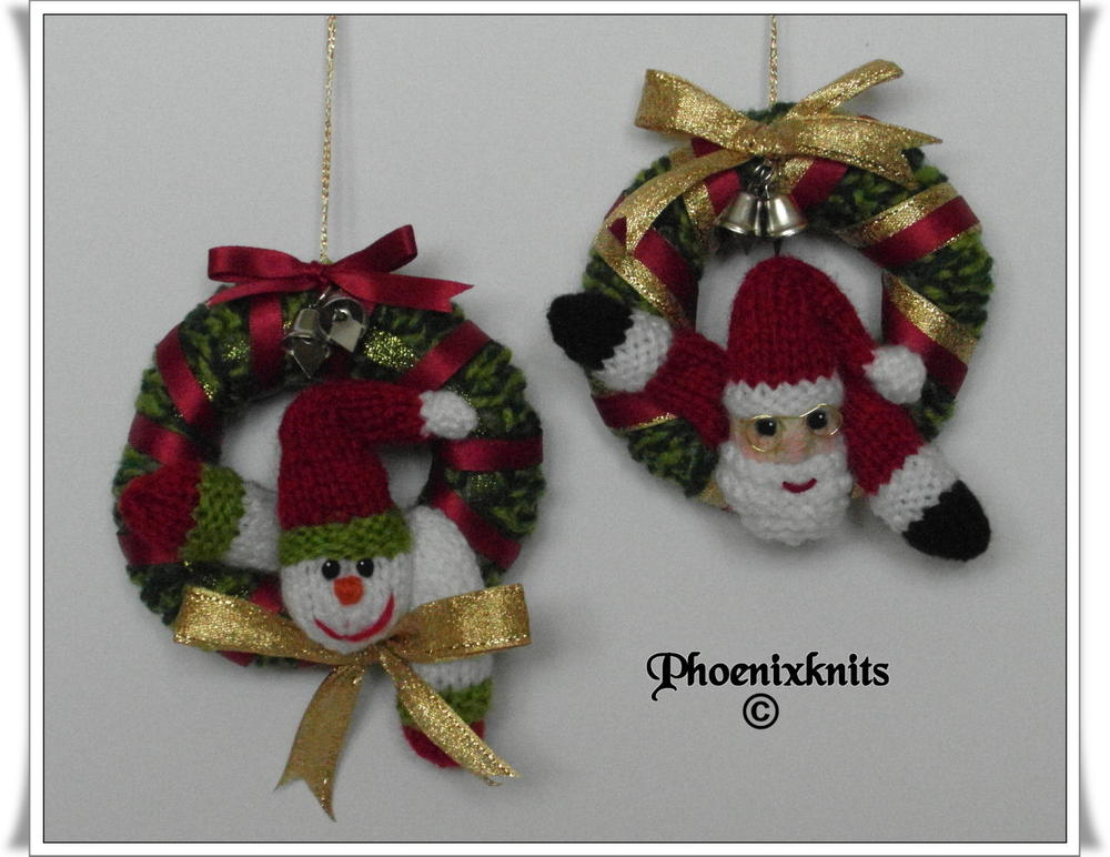 santa and snowman mini christmas wreath allfreechristmascraftscom - Miniature Christmas Decorations