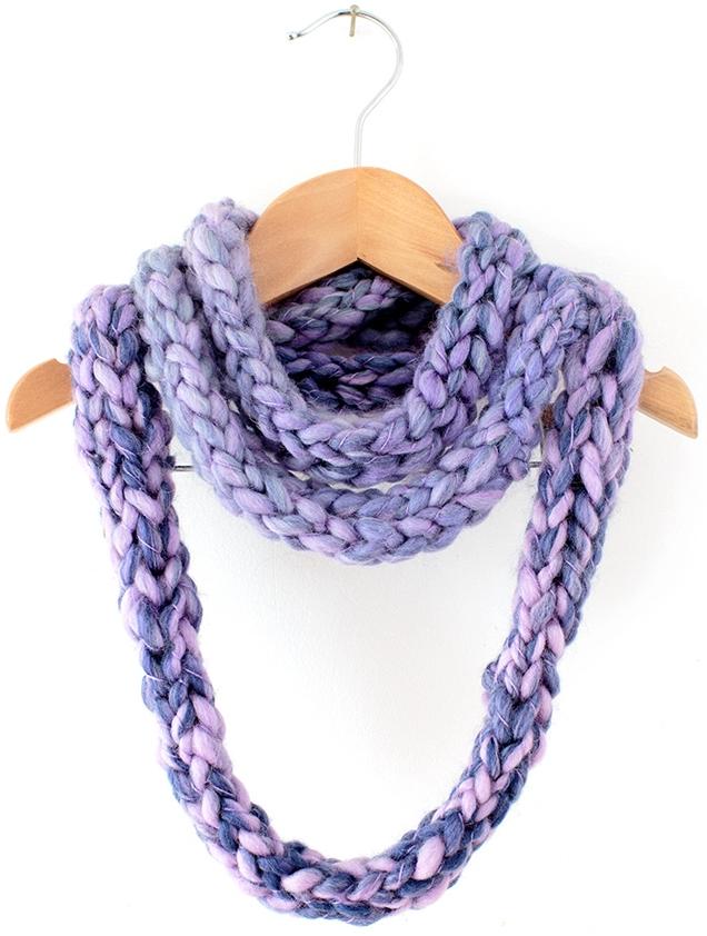 Finger Knitting Directions : Finger knit infinity scarf allfreeknitting