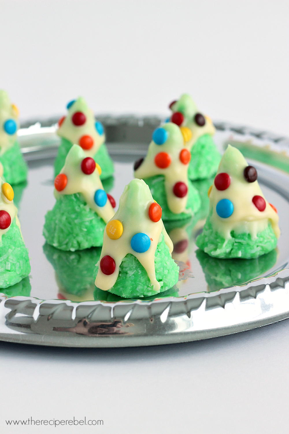 Easy No Bake Christmas Tree Cookies | TheBestDessertRecipes.com