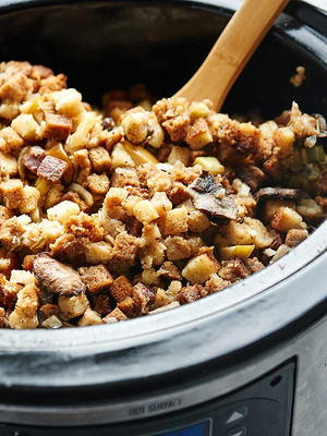 Easy Slow Cooker Vegetarian Stuffing