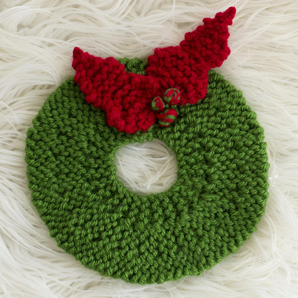 Christmas Wreath Hot Pad Pattern | AllFreeKnitting.com