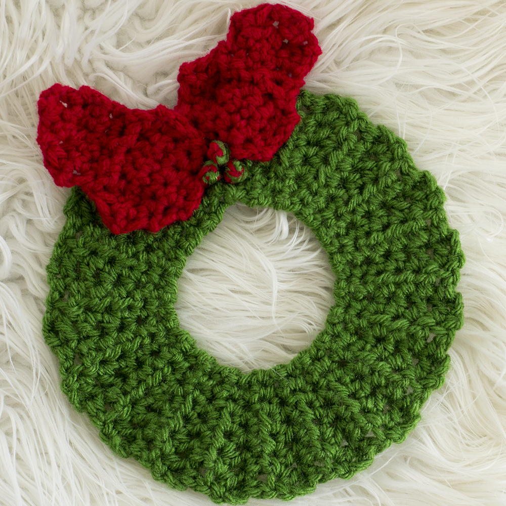Crochet Christmas Wreath Hot Pad Pattern | AllFreeCrochet.com