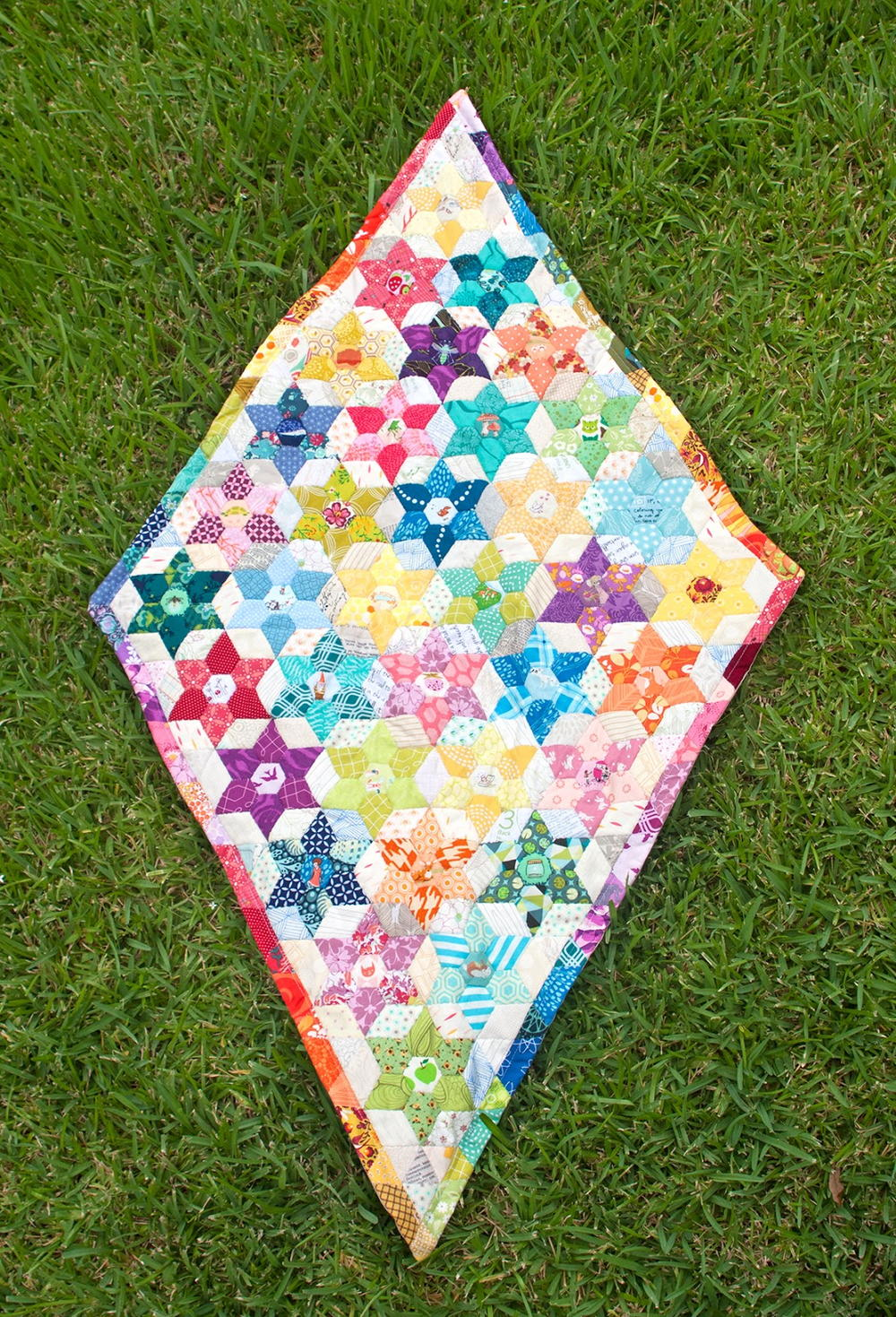 Diamond Pattern For Quilting : Diamond Triangle Quilt Pattern FaveQuilts.com