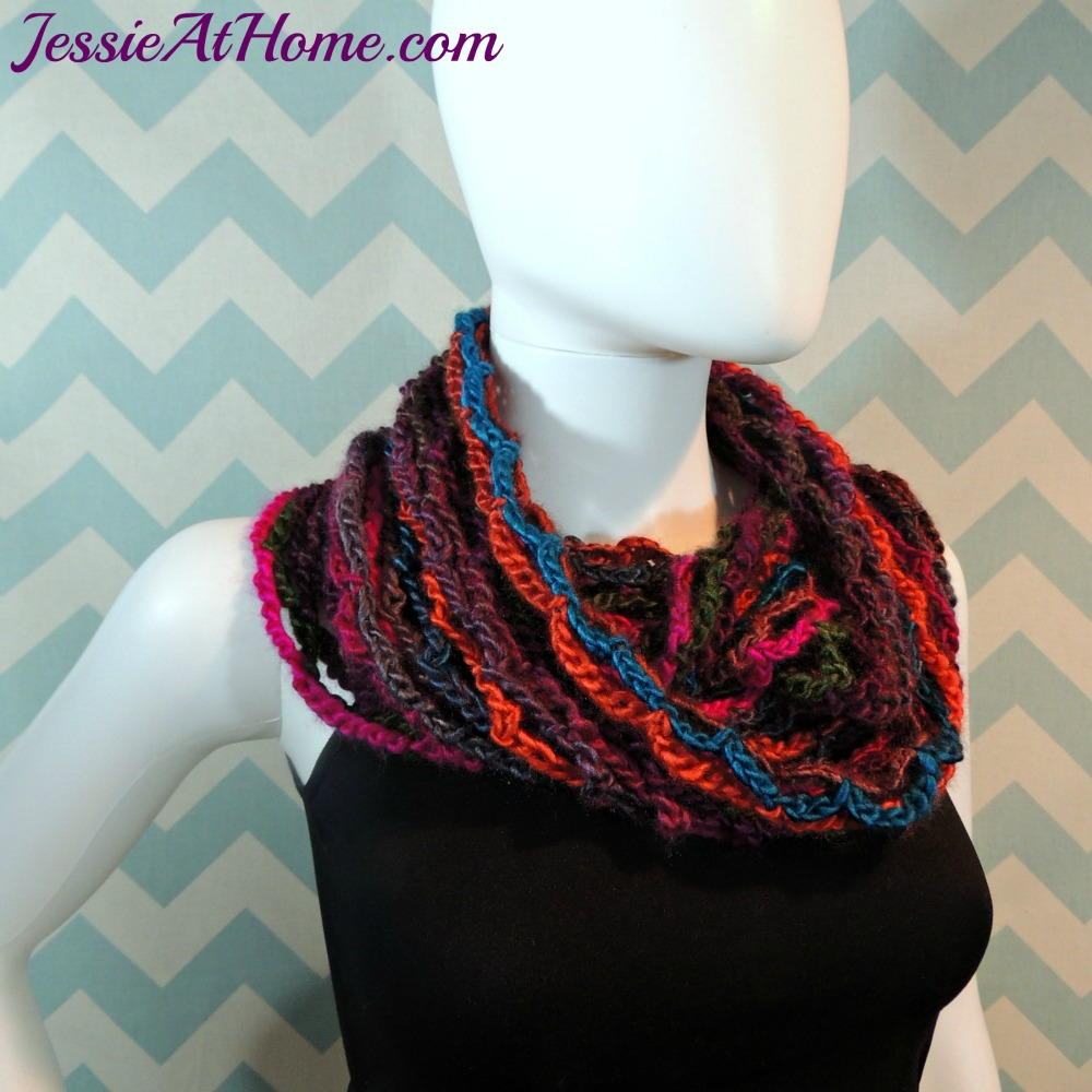 Crochet Patterns With Super Fine Yarn : Netties Super Simple Crochet Cowl AllFreeCrochet.com