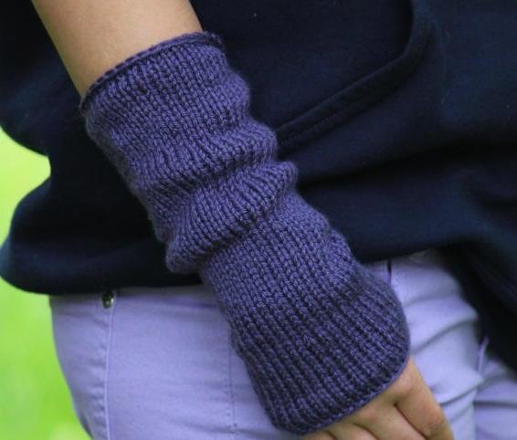 Knitting Patterns For Beginners Arm Warmers : Easy Knit Arm Warmers AllFreeKnitting.com