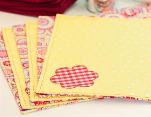 Reversible Placemat Sewing Pattern | AllFreeSewing.com
