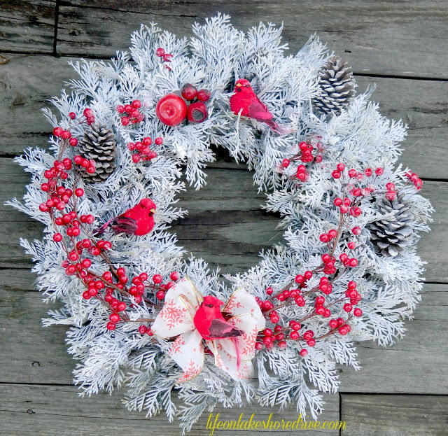 Red berry winter wreath for All free holiday crafts