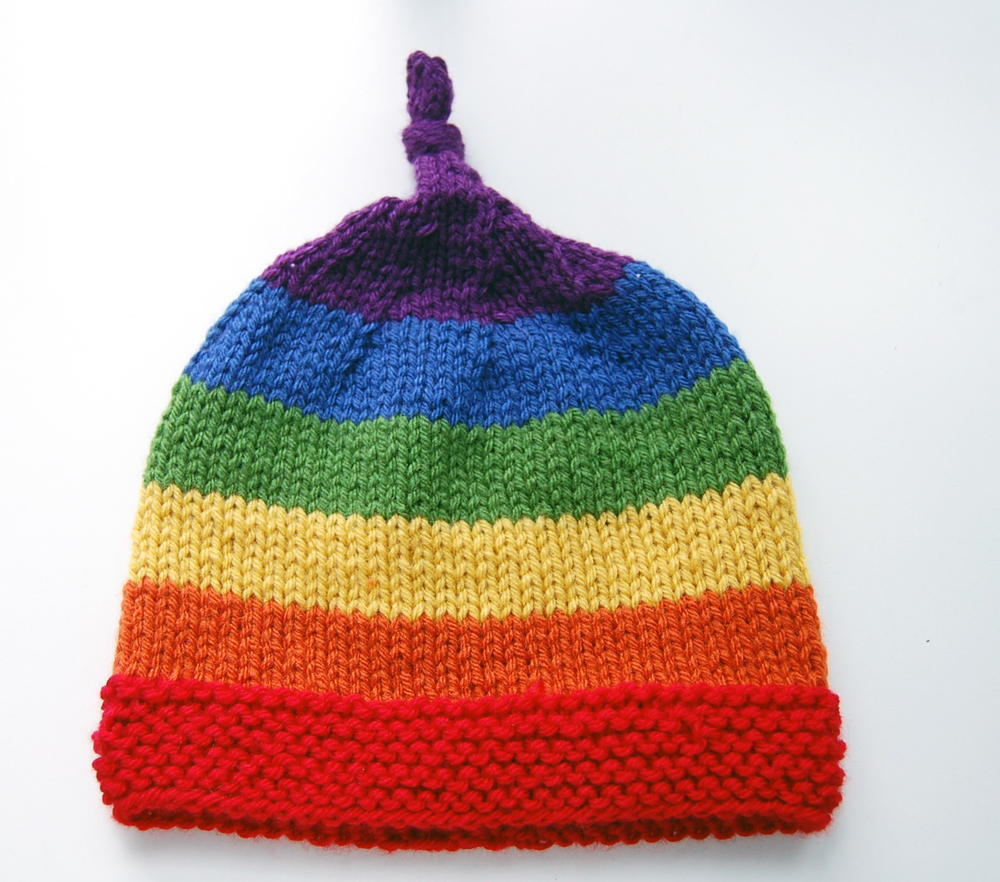 Knitting Pattern For Childs Beanie Hat : Rainbow Childrens Beanie AllFreeKnitting.com