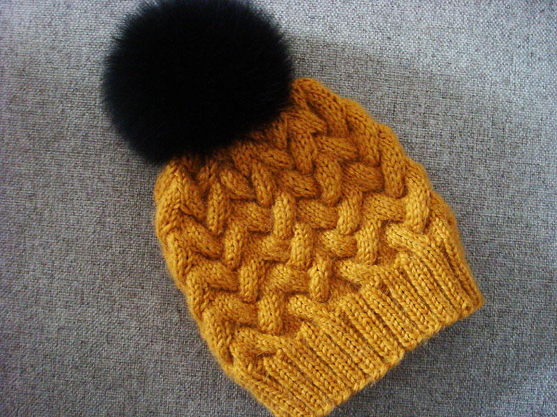 Sandy Winter Cable Hat Allfreeknitting