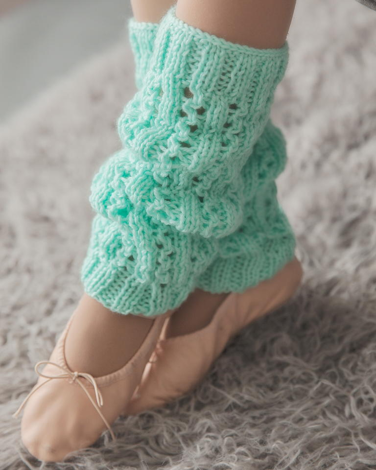 Knitting Pattern Leg Warmers Bulky Yarn : Minty Fresh Leg Warmers AllFreeKnitting.com