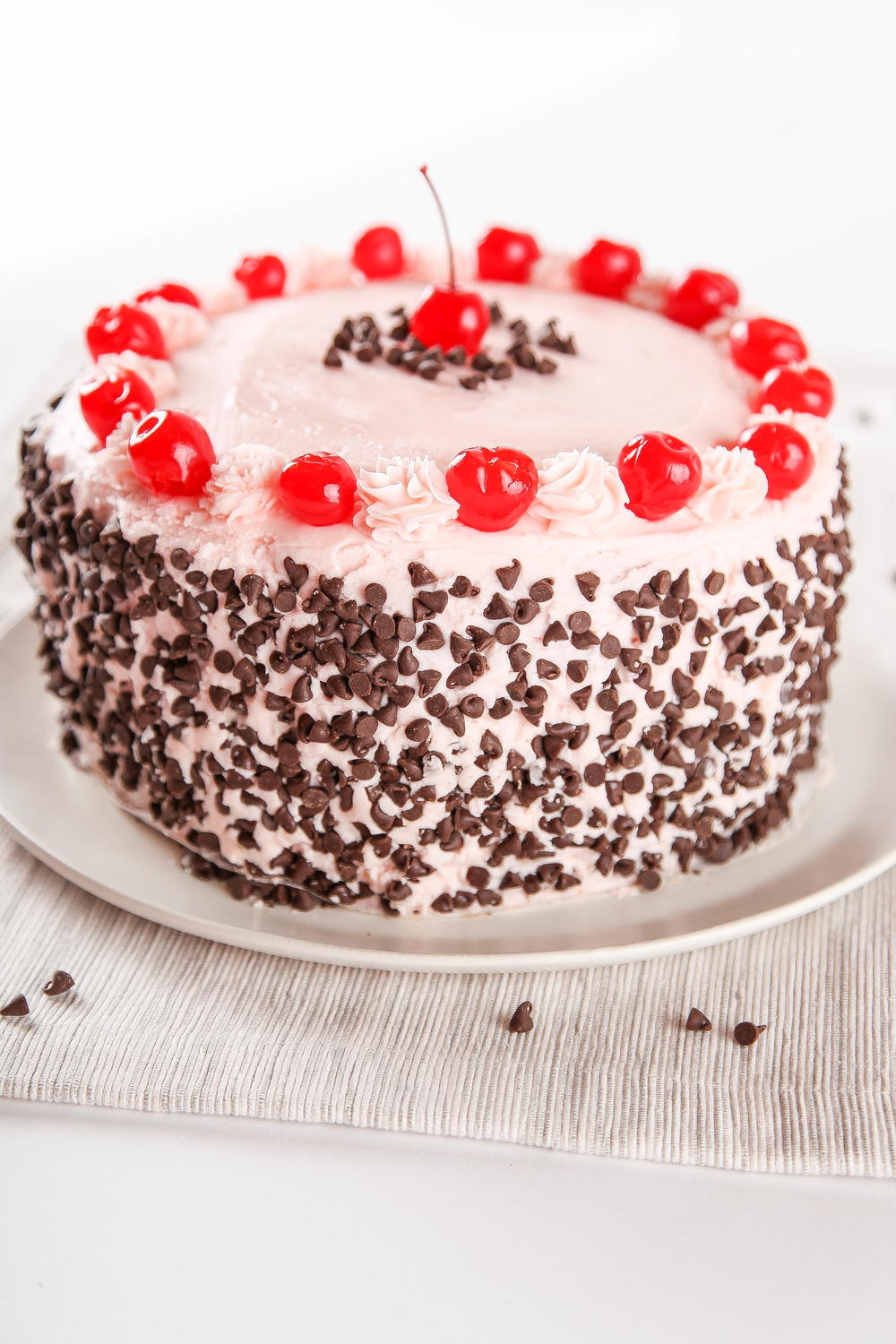 Cherry Chocolate Chip Cake Thebestdessertrecipes Com