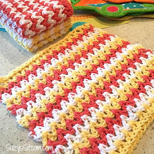 Easy ZigZag Crochet Hand Cloths | FaveCrafts.com