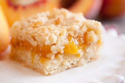 Peach Cobbler Crumb Bars