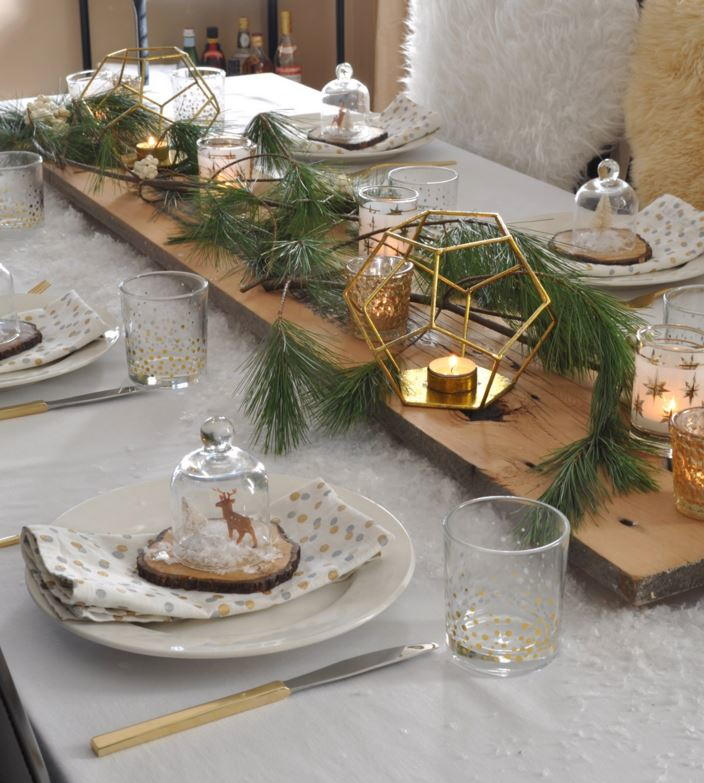 40+ Christmas Table Setting Ideas: Centerpieces, Linens, and More ...