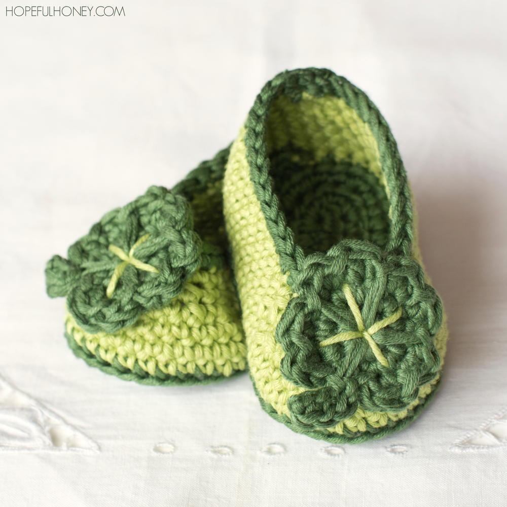 St Patrick\'s Day Shamrock Crochet Baby Booties   AllFreeCrochet.com