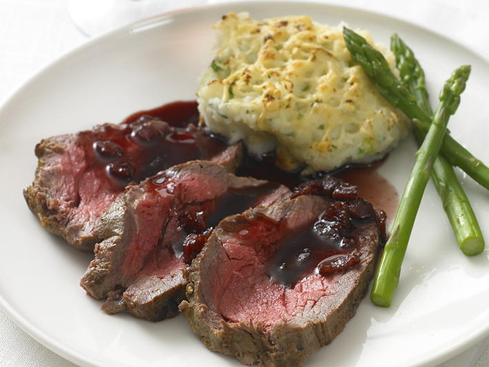 roast beef tenderloin with red currant jus. Black Bedroom Furniture Sets. Home Design Ideas