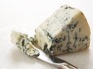 Gorgonzola, Port, and Walnut Fondue