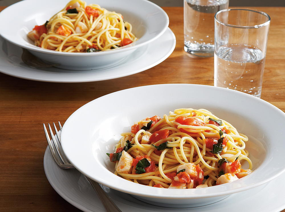 Spaghetti With Scallops Fresh Tomatoes And Basil Cookstr Com