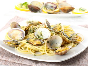 Linguine with White or Pink Clam Sauce