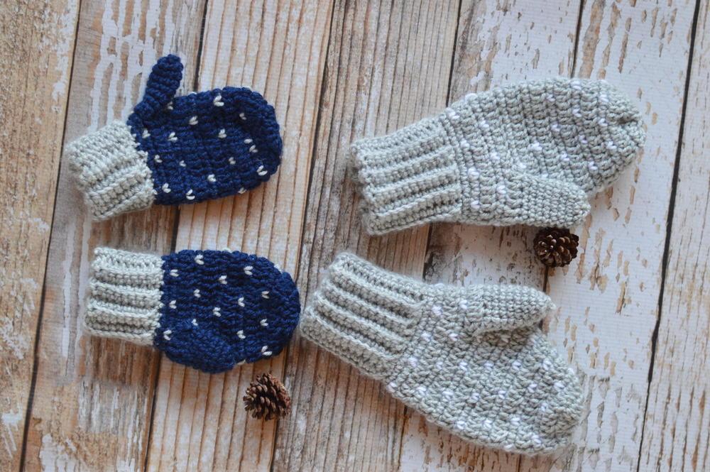 Snow Crochet Mittens | AllFreeCrochet.com
