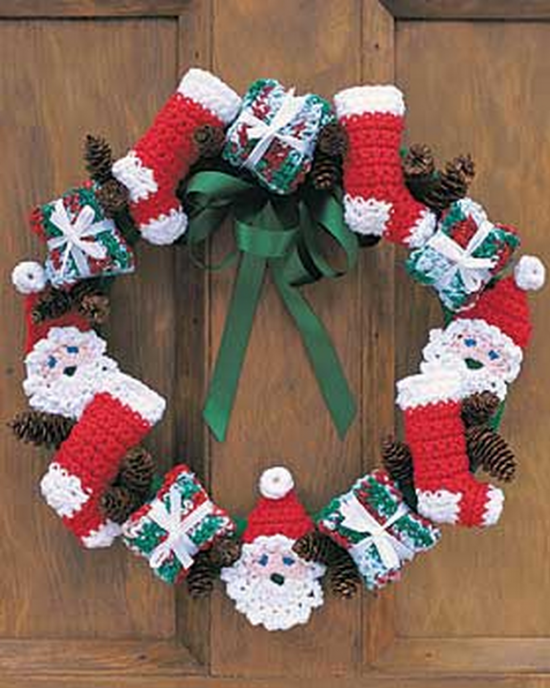 Santa and Stockings Crochet Christmas Wreath ...