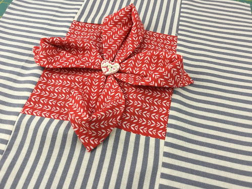 Origami flower quilt block favequilts origami flower quilt block mightylinksfo