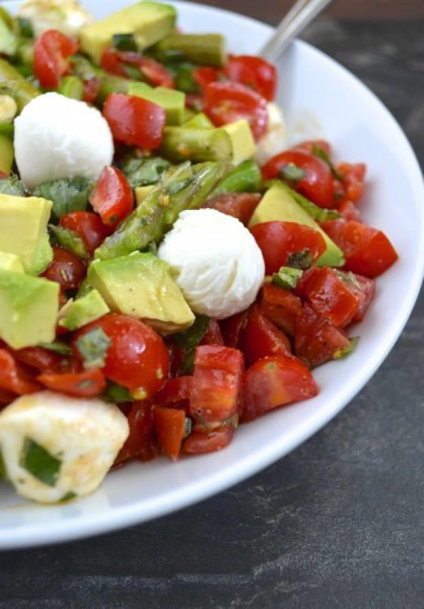 Asparagus Avocado Tomato Salad | RecipeLion.com