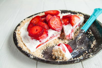 Dreamy No-Bake Strawberry Cream Pie