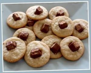 24 quick and easy dessert recipes with few ingredients 2 ingredient kit kat sugar cookies a kit kat and a sugar cookie how wonderful youll love this winning combination forumfinder Choice Image