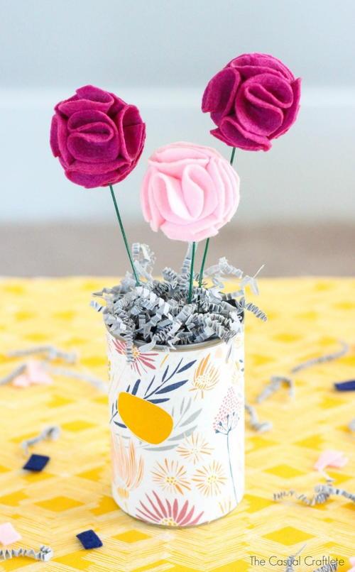 Flirty Felt Flower Bouquet   AllFreeHolidayCrafts.com