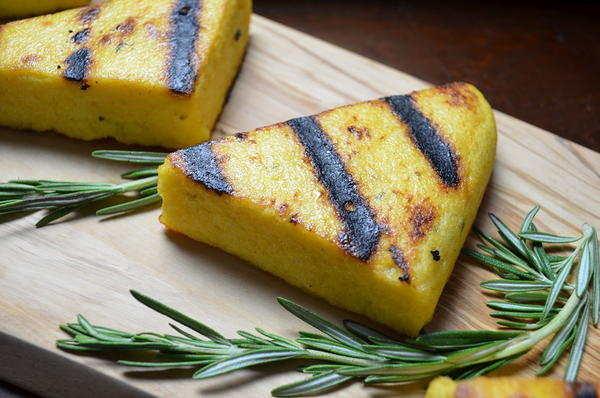 Easy Garlicky Grilled Polenta