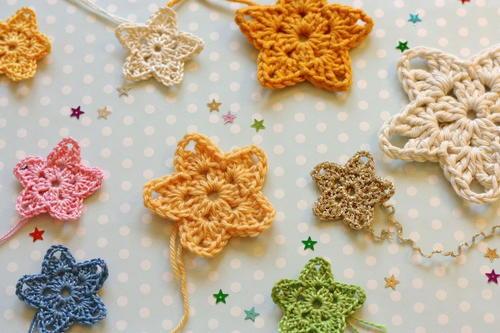 Christmas Twinkler Crochet Stars | AllFreeCrochet.com