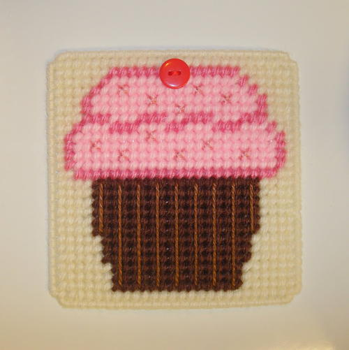 Cupcake plastic canvas craft for Plastic canvas crafts for kids